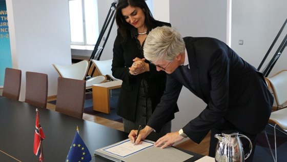 Signing declaration European gen cooperation