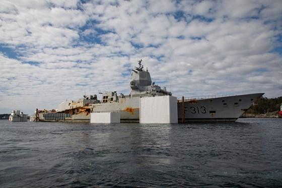 Das Wrack von KNM Helge Ingstad wird zerstört