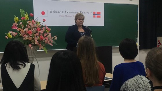 Prime Minister Erna Solberg giving her speech at Ochanomizu University in Japan.