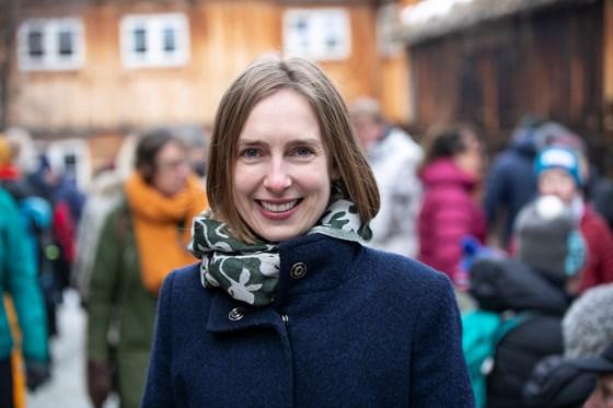 Næringsminister Iselin Nybø utendørs