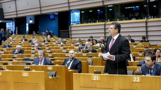 Visepresident Sefcovic presenterte rammeverket for en europeisk energiunion. Foto: European Union 2015