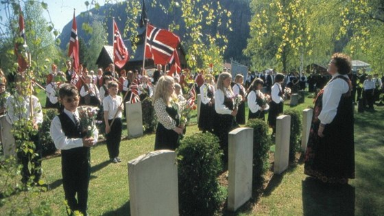 Commemorative event on Constitution Day, May 17th, at the war graves at Nes graveyard.