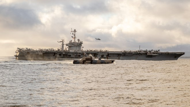 USS Harry S. Truman og Storm under øvelse Trident Juncture 2018 i Norge.