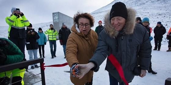 Bollestad cut the ribbon with CEO Harald Nikolaisen from Statsbygg