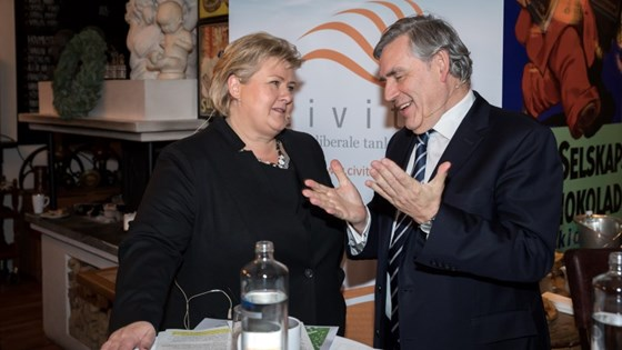 Statsminister Erna Solberg og Gordon Brown på Civita-møte om global utdanning