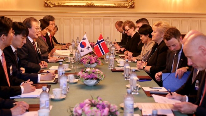 Prime Minister Erna Solberg meeting with South Korean president Statsminister Erna Solberg i møte med Sør-Koreas president Moon Jae-in
