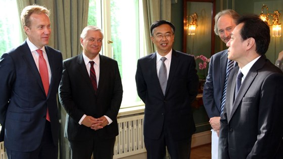 Foreign Minister Børge Brende and China's Vice Minister of Foreign Affairs Wang Chao had a meeting in Oslo on 29 August. From left: Foreign Minister Børge Brende, Secretary General Wegger Strømmen, China's Ambassador to Norway Wang Ming and Norway's Ambassador to China Geir O. Pedersen and China's Vice Minister of Foreign Affairs Wang Chao.
