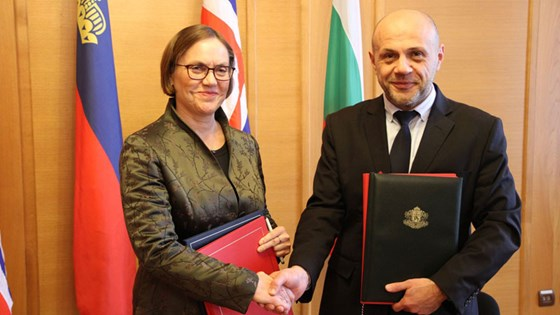 Ambassador Tove Bruvik Westberg signed the agreements together with Tomislav Donchev, Deputy Prime Minister for EU Funds and Economic Policies. Photo: Christian Grotnes Halvorsen, MFA