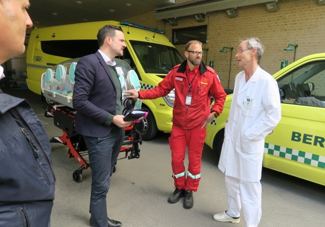 Utviklingsminister Dag-Inge Ulstein møtte ansatte ved Oslo Universitetssykehus Ullevål, for en orientering om norskstøttet innsats mot ebola i DR Kongo. Foto: Astrid Sehl, UD