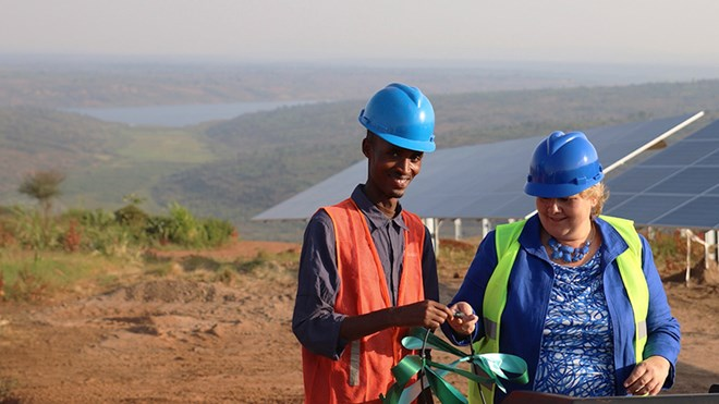 Prime Minister Erna Solberg switches on test production in Norwegian solar power plant in Rwanda
