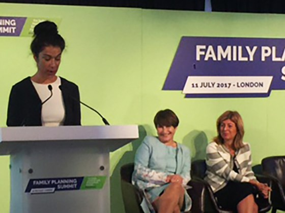 Statssekretær Laila Bokhari holder hovedinnlegg under Family Planning Summit i London. Foto: UD