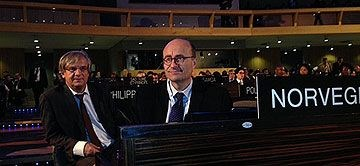State secretary Hans Brattskar (right) at Leaders Forum in Unesco, Paris
