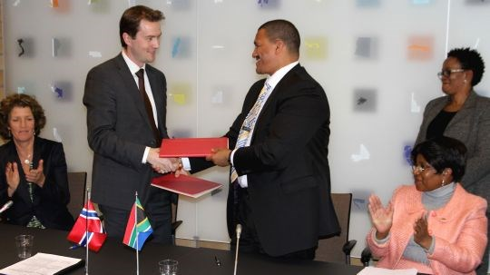 State Secretary Bård Glad Pedersen and Deputy Minister in South Africa Marius Fransman.