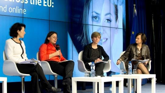 Etter framleggelsen av rapporten i Rådet til den europeiske union fulgte en paneldebatt med Sylvia Walby, Rosa Logar og Johanna Goodey. Christina Gallach ledet debatten. Foto: The Coucil of the European Union