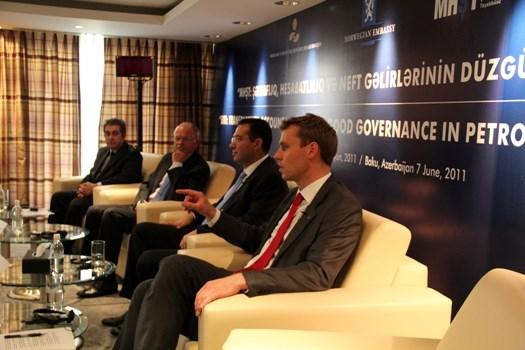 Fra venstre: Guban Ibadoghu, Statoils styreformann Svein Rennemo, lederen for det statlige oljefondet i Aserbajdsjan, Shamar Movsumov og olje- og energiminister Ola Borten Moe.