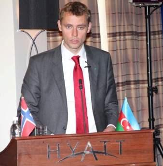 Olje- og energiminister Ola Borten Moe på talerstolen i Baku