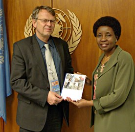 Norway handed over the final synthesis report on Multidimensional and Integrated Peace Operations to Deputy Secretary General Dr. Asha-Rose Migiro on 27 October 2008. Photo: Siri Gjørtz, MFA